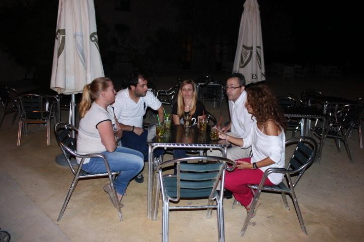 Tomando copa en Bar Hostal El Chiqui Tabarca