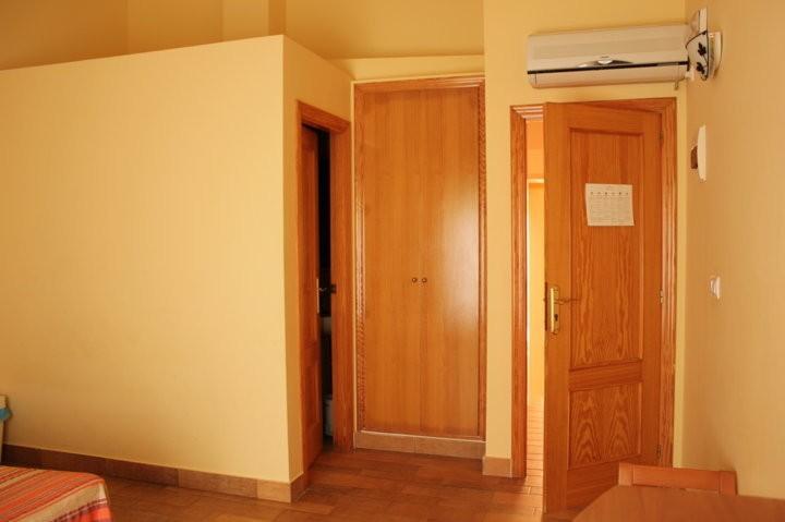 habitación hostal tabarca